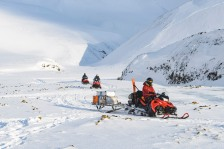Accessing field site in Svalbard (ph. Marc Latzel/Rolex)